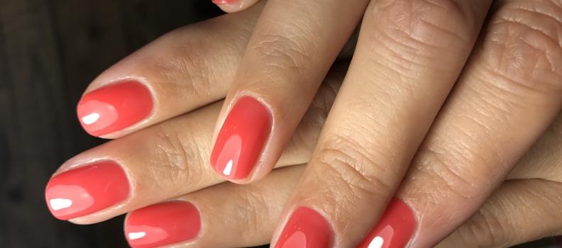 Manicure i pedicure – bądź modna dzięki paznokciom
