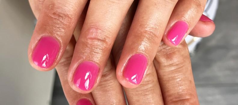 Manicure hybrydowy Warszawa – jak przygotować do niego paznokcie?