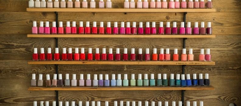 Manicure i pedicure – salon kosmetyczny.